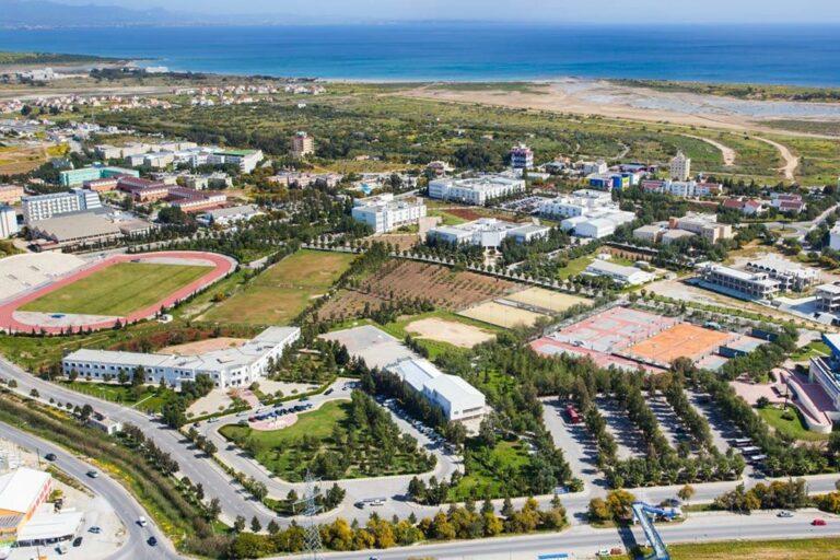جامعة أكدينيز كارباز